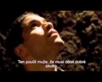Muž v jámě (video)