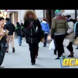 Mladý kluk zmrzlý na ulici a bez domova (video)